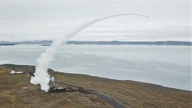 Tor-ohjus ilmassa Novaja Zemljan saarella arktisella Venäjällä.