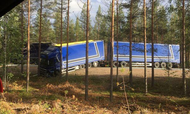 Iltalehden lukija kuvasi onnettomuuspaikan noin kahdeksan aikaan illalla.