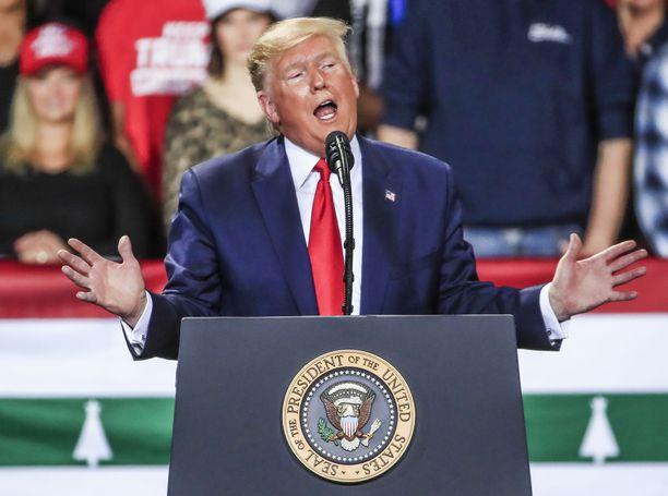 Donald Trump on Yhdysvaltojen historian kolmas presidentti, joka haastetaan valtakunnanoikeuteen. Yhtäkään presidenttiä ei ole sen seurauksena pantu viralta.