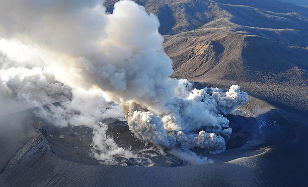 Nyt purkautuva Shinmoedake on osa suurempaa tulivuorten ryhmää.
