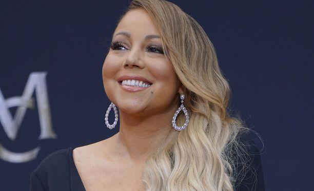 Mariah Carey, 47, on palkittu yhdysvaltalainen laulaja, säveltäjä ja näyttelijä.