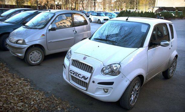 Kevytauto eroaisi paljon mopoautosta. Kevytauto on tavallinen auto, jonka nopeus on rajoitettu 45 kilometriin tunnissa.