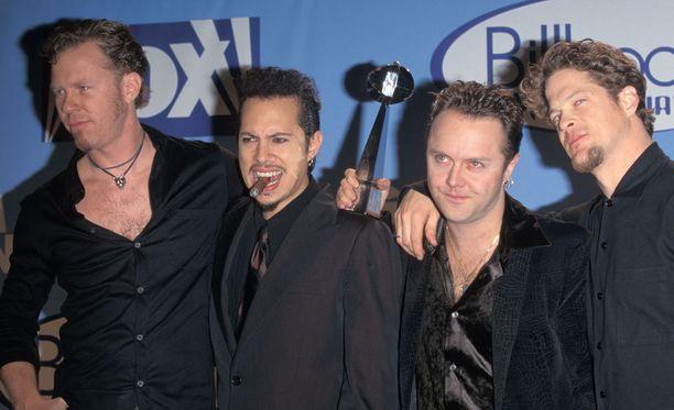 And Justice for Allin bassojen arvoitus ratkesi. Kuva vuodelta 1997, kun Jason Newsted (oik.) oli vielä remmissä mukana.