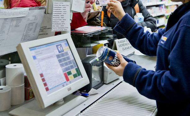 Kauppareissu jumiutuu liian usein pitkään jonotukseen, arvostelee kaupassa kävijä.