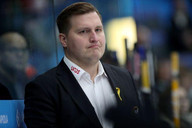 Lauri Mikkolalla on sopimus Kärppien päävalmentajan pestistä kausille 2021–23.