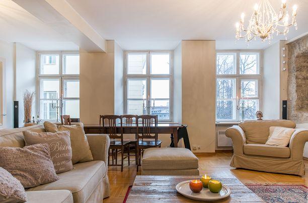 Paloheimot asuvat 160 neliön huoneistossa Tallinnassa.