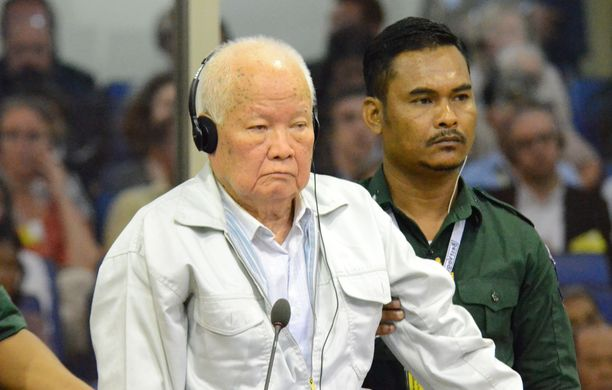 Khieu Samphan oli oikeussalissa kuulemassa tuomiotaan.