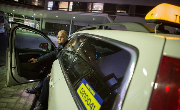 Taksiyrittäjä Pasi Rantanen ei unohda työkeikkaa, joka hänelle tuli Turun yliopistolliseen sairaalaan kesällä 2014.