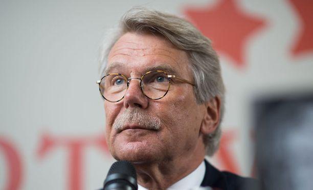 Björn Wahlroos vaaditaan tilille Nordean veroparatiisisotkuista.
