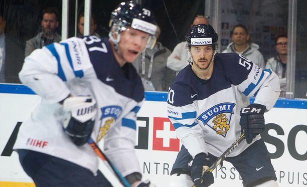 Juhamatti Aaltonen (oik.) ei pelaa omalla tasollaan.