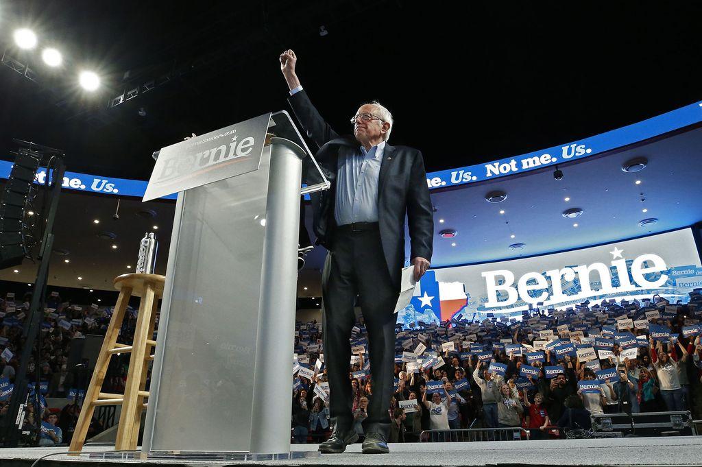 Erikoista Bernie Sandersissa on myös se, että hän ei ole demokraatti eikä republikaani, vaan sitoutumaton poliitikko. Presidenttikisassa Sanders oli 2016 ja on myös tällä kertaa kuitenkin mukana demokraattipuolueen edustajana ja on sitoutunut palvelemaan demokraattipuolueen presidenttinä, mikäli hän vaalit voittaisi.