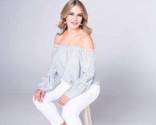 Rosanna Kulju luotsaa nykyään Miss Helsinki -kisoja.