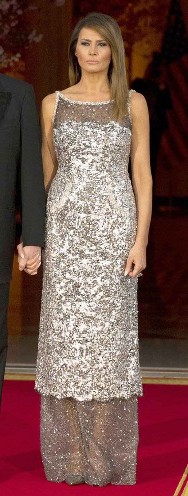 Ranskan valtiovierailulla huhtikuussa Melania Trump pukeutui illalliselle Chaneliin.