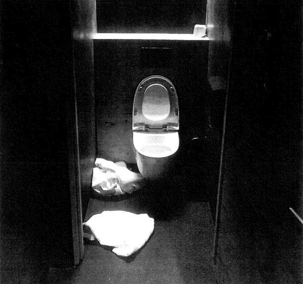 Murhan tehnyt poika löytyi myöhemmin samana yönä Hernesaaressa sijaitsevan ravintolan vessasta sekavassa tilassa.