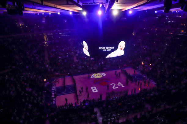 New Yorkin Madison Square Gardenissa kunnioitettiin Kobe Bryantin muistoa ennen New York Knicksin ja Brooklyn Netsin ottelua.