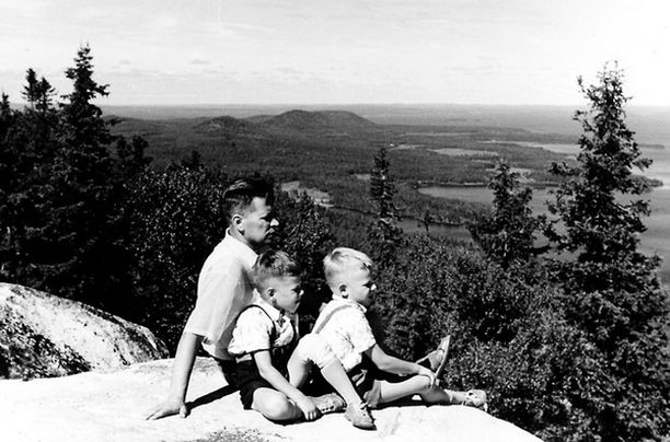 Olen nähnyt Kolin, Olavinlinnan, Kajaanin linnan, Norjan vuonot jo koulupoikana. Vanhemmat roudasivat, se kuuului yleissivistykseen.