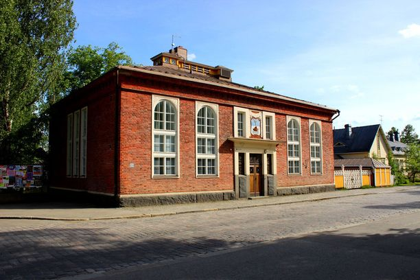 The Local toimii Jyväskylän vanhimmassa kivitalossa. Se on palvellut yliopiston hallintorakennuksena ja tunnetaan siksi myös nimellä Rehtoraatti.