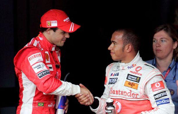 Lewis Hamilton oli ihmeissään nähdessä Massan nappaavan paalupaikan.
