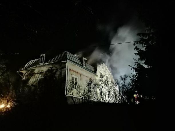 Vanhassa rakennuksessa oli tulipalo Salossa.