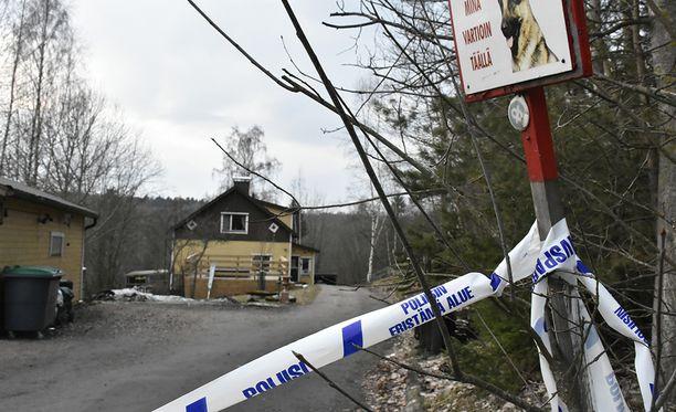 Poliisi eristi Anderssonin talon kuoleman vuoksi huhtikuussa.