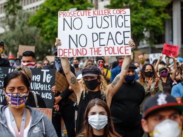 Myös muualla Yhdysvalloissa on vaadittu poliisitoiminnan tai ainakin sen rahoituksen lakkauttamista.