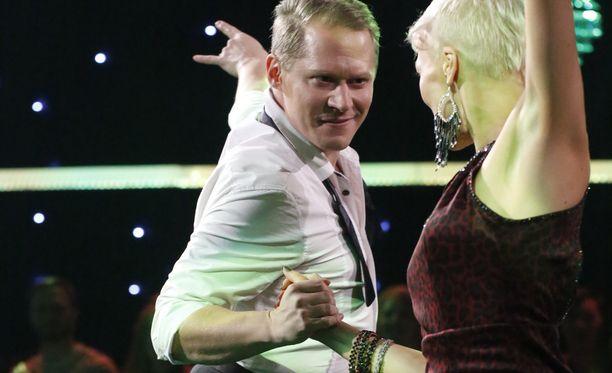 Jarkko Tammisen ja Susa Matsonin tanssi sai hyvät tuomaristopisteet, mutta yleisöäänet tiputtivat jatkosta.