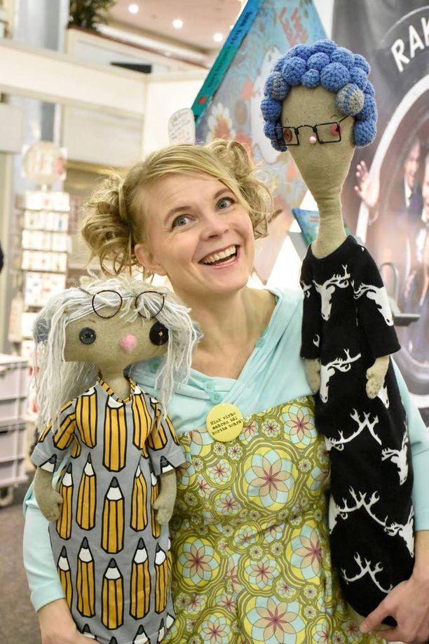 Heli Laaksonen reissaa uusimman kirjansa hahmojen, Sylvian ja Tuijan kanssa.
