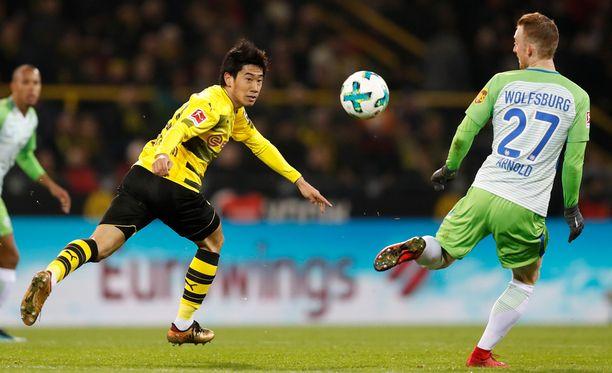 Shinji Kagawa (vas.) taituroi taas tänään Dortmundin keskikentällä.