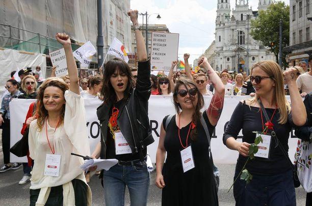 Puolalaiset ovat tänään osoittaneet mieltä naisten oikeuksien puolesta.