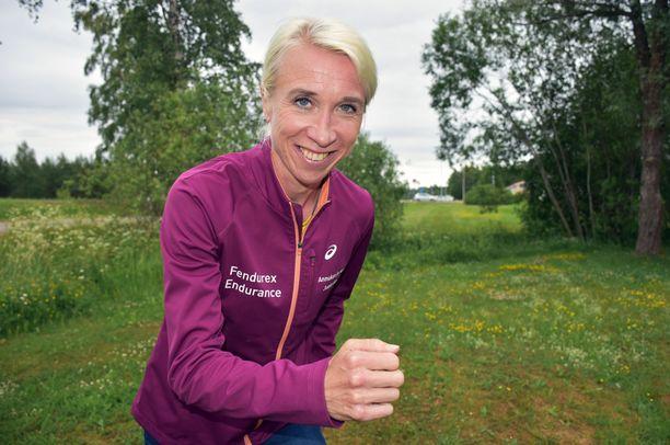 Annemari Kiekara juoksi Kalevan kisoissa naisten 5000 metrin juoksun voittoon.
