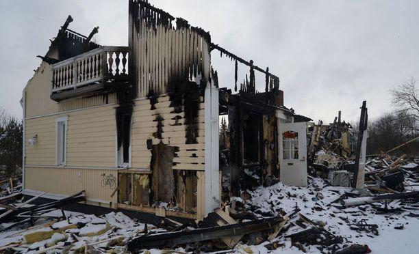 Perheen talo tuhoutui viime vuoden alussa täysin.