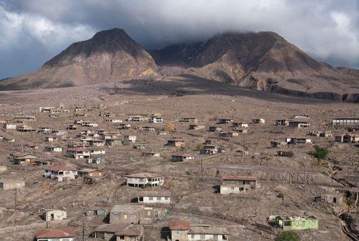 Tulivuorenpurkaus tuhosi Plymouthin kaupungin. Valtaosa koko Montserratin saaren asukkaista muutti sen jälkeen ulkomaille.