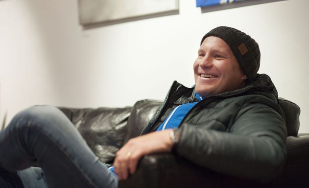 Kalle Palander kertoi takavuosien krapulaepisodistaan. Tämän vuoden Levin maailmancupissa mies on tv-töissä.