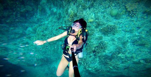 Vedenalainen selfie-hetki sukellusretkellä Thaimaassa.