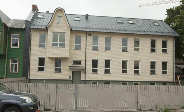 Nuorisosäätiön rakennuttama talo sijaitsee Tarton maantiellä, Tallinnan linja-autoaseman nurkilla, reilun kilometrin päässä Tallinnan ydinkeskustasta. Taloon rakennettujen asuntojen koot vaihtelevat 31 neliömetristä 78 neliömetriin ja niiden vuokrat ovat 460-940 euroa kuukaudessa.