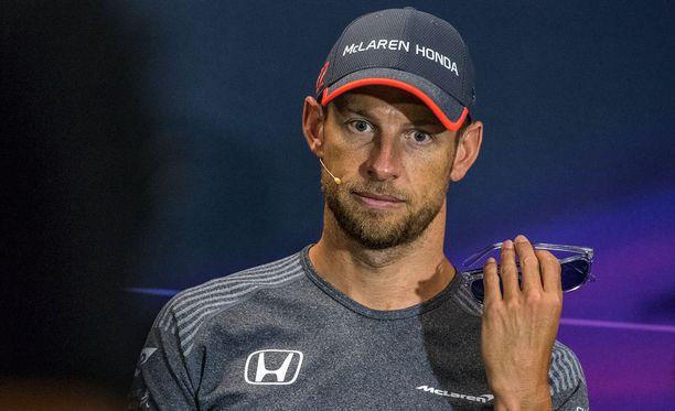 Manchesterin terrori-iskusta puhuminen veti Jenson Buttonin vakavaksi.