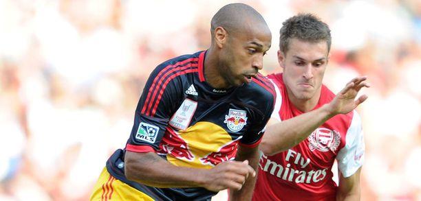 Thierry Henry olisi halunnut pukeutua vielä hetkeksi Arsenalin paitaan.