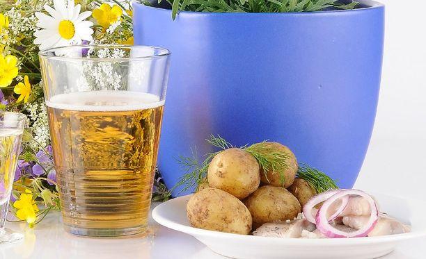Tutkimuksen mukaan suomalaiset juovat alkoholitonta olutta mieluiten ruokajuomana.