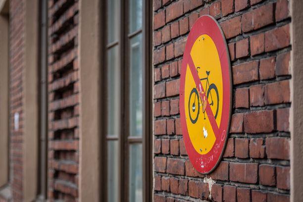 Eläketurvakeskuksen mukaan verovapaa polkupyöräetu ei vapauta työntekijää eikä työnantajaa sosiaaliturvamaksuista.