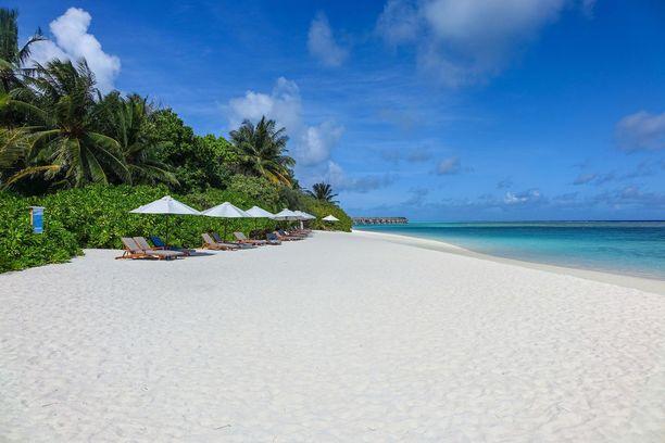 Suomalaiset matkanjärjestäjät tarjoavat valmismatkoja Malediiveille.