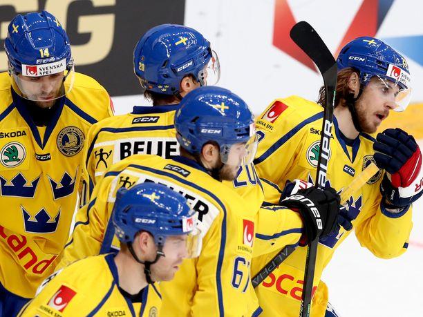 Ruotsi pisti toisessa erässä isoa vaihdetta silmään.