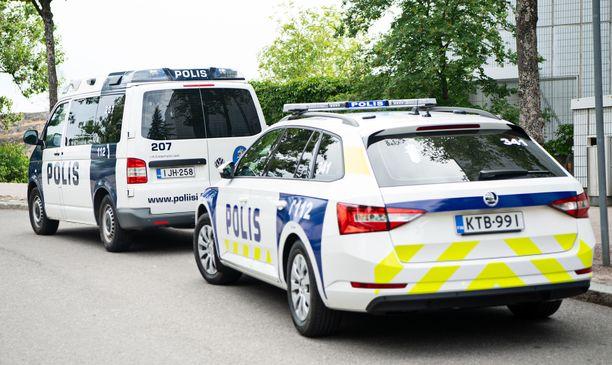 Poliisin nykyinen ajokalusto kulkee pääosin bensalla tai dieselillä.