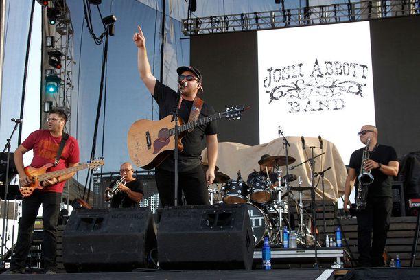 Josh Abbott Band esiintyi sunnuntaina Route 91 Harvest -festivaalilla Las Vegasissa ennen verilöylyn alkamista.