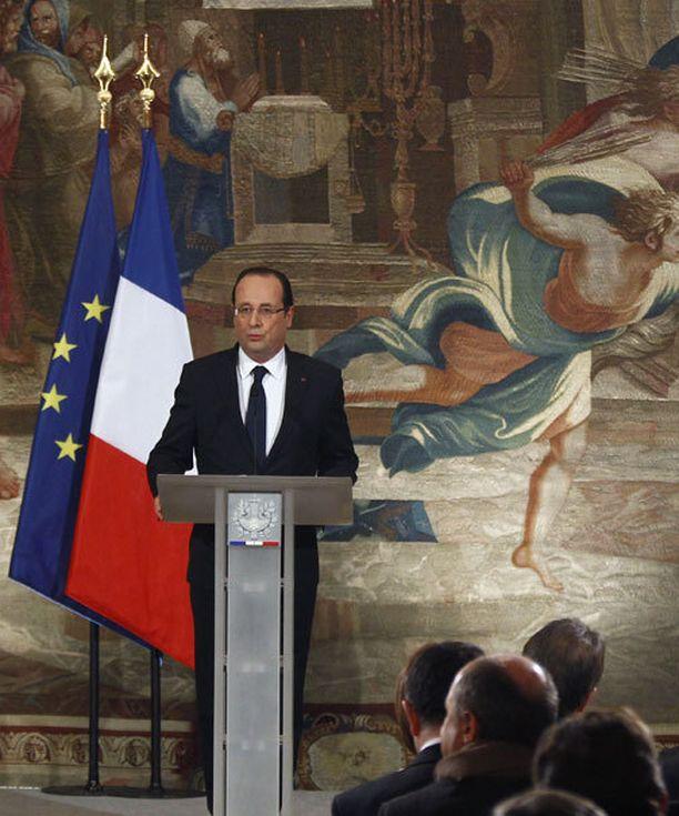 Presidentti Francois Hollande päätti hyökkäyksestä. Joidenkin arvioiden mukaan hän halusi näyttää ranskalaisille jämäkkää puoltaan puolustamalla Malissa asuvia Ranskan kansalaisia.