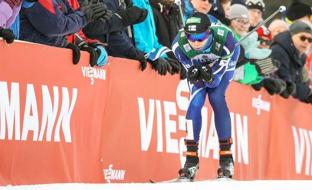 Eero Hirvonen teki taas hienon nousun hiihto-osuudella. Arkistokuva maaliskuun alussa Lahdessa käydystä kilpailusta.