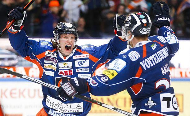 Patrik Laine laittoi koko kiekko-Suomen pois tolaltaan, kun tasoitti maanantain kuudennen välierän ajassa 59.59.