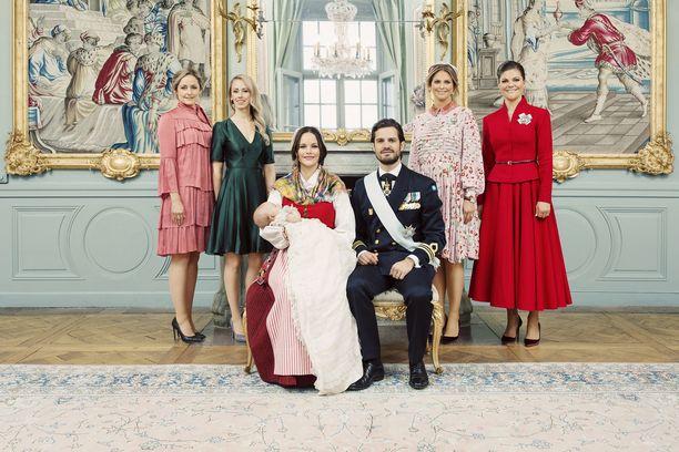 Prinssi Carl Philipin perhe sekä vanhempien sisarukset.