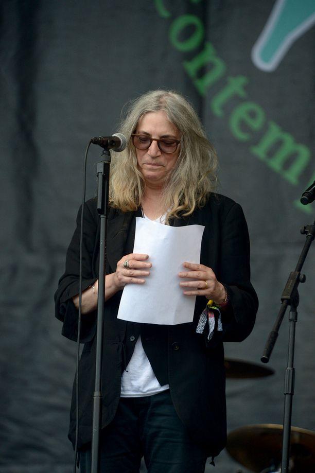 Myös rock-legenda Patti Smith suree ystävänsä poismenoa.