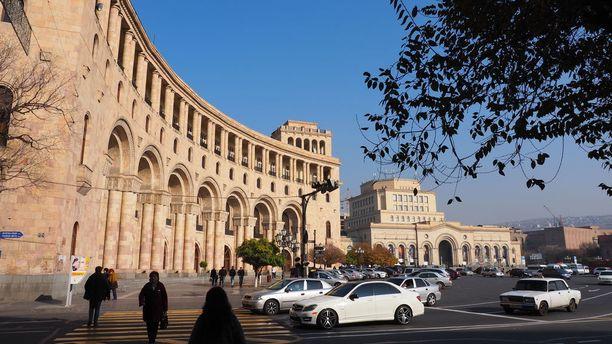 Jerevan tunnetaan vaaleanpunaisesta kivestä rakennetuista taloista.