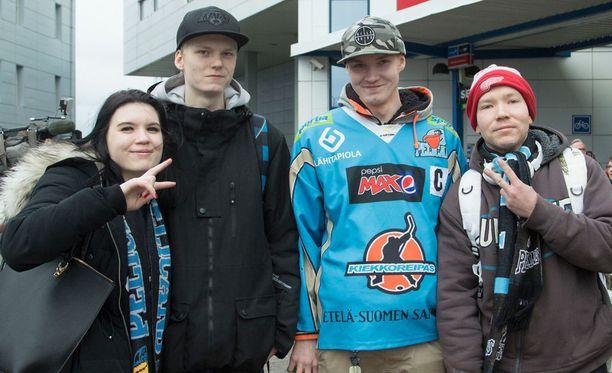 Minttu, Jari, Juha ja Tommi lähtivät vieraspelireissulle Viroon.